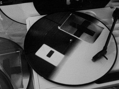 "Dday One + Glen Porter  ""Wavelengths"" 10-Inch Split Picture Disc main photo"