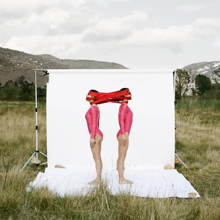 De desnudos y desconocidos cover art