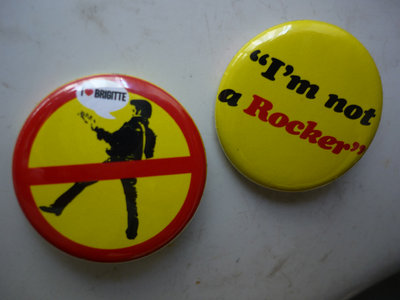 "buttons/badges ""I'm not a rocker"" main photo"
