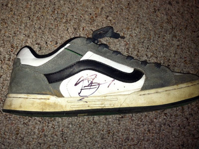 AUTOGRAPHED SHOE WORN BY SINGER CRAIG TAYLOR main photo