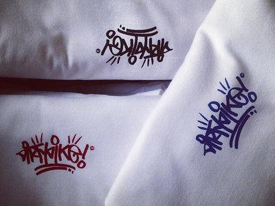 """Dirty Dike"" mini badge original hand style T-shirt. main photo"