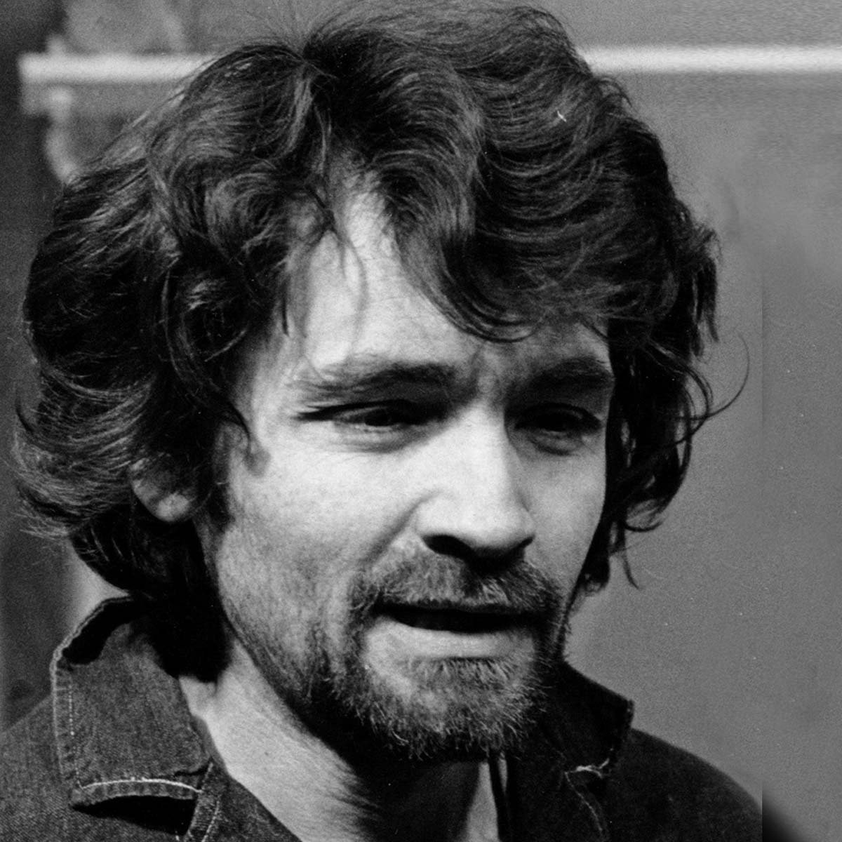charles manson 1 Collider reports that justified's damon herriman has been tapped to play charles manson in david fincher's psychological drama, a role he should be quite familiar with.