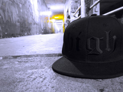 ✖ Privé Apparel ✖ Elevated noir snapback main photo