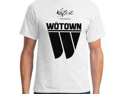"Camiseta ""Wöyza presenta Wötown"" main photo"