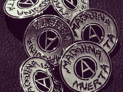 Maquina Muerta enameled pin. main photo