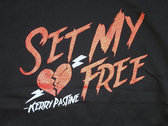 "Women's ""Set My Heart Free"" T-shirt photo"