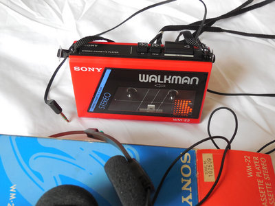 Original Vintage 1980s Sony Walkman WM-22 (incl. 3 Cassette Albums  -  ELSVREC015, 21, 25) main photo