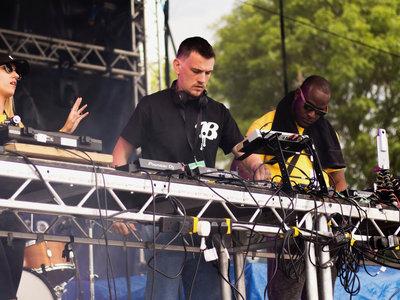 Butterz Gunfingers T Shirt main photo