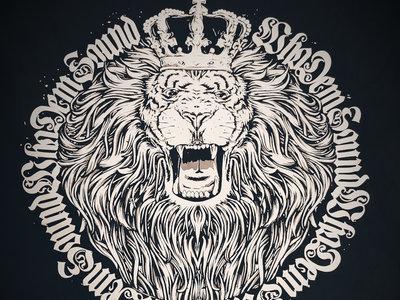WhoDemSound BLACK LION CROWN TEE main photo