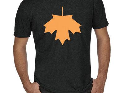 T-shirt Feuille Bas-Canada (Noir et orange) main photo