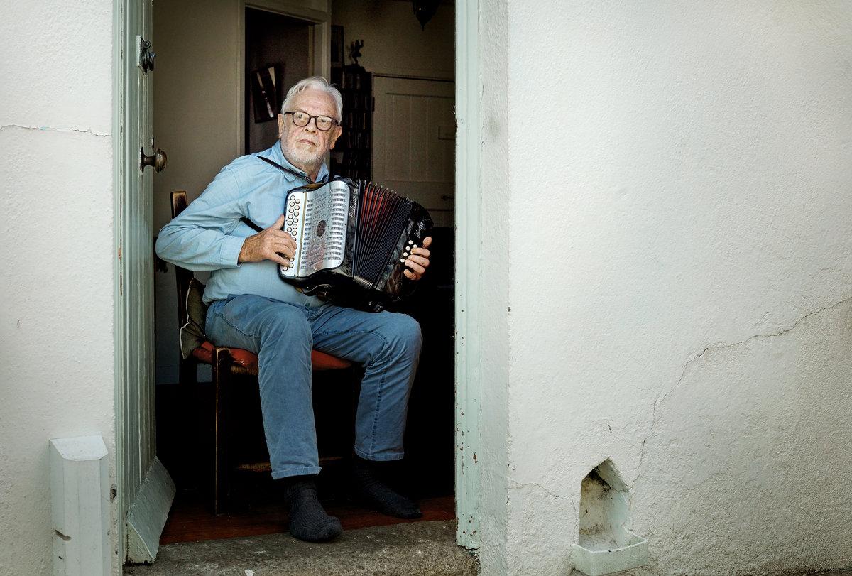An Buachaillín Bán   Raelach Records