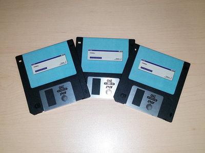 "</body> - Initializing... 3.5"" Floppy Disk main photo"