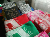 "Pink DIY ""Fuc the borders"" T-shirt photo"