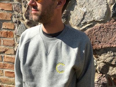 Correspondant Sweatshirt dark grey with yellow logo main photo