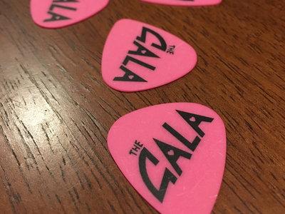 Pink/Black Guitar Pick main photo