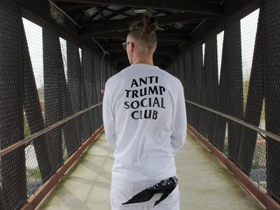 ✖ Privé Apparel ✖ Anti Trump Social Club blnc (white) LS crew main photo