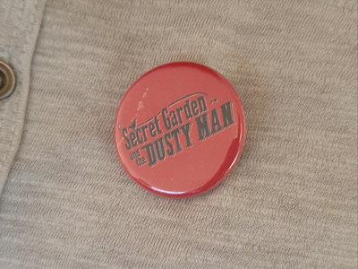 Des badges pour accessoiriser votre garde robe. main photo