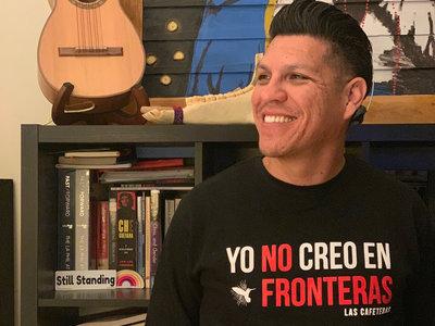 Yo No Creo En Fronteras Crew neck Sweatshirt main photo