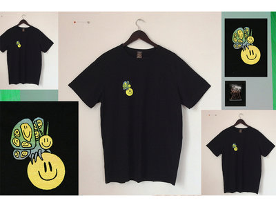 """Screen-printed """"SMILY BUTTERFLY"""" t-shirt main photo"""