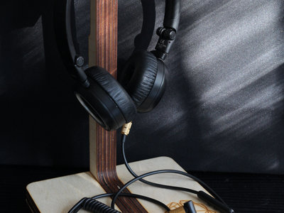 Wooden headphone stand / desktop or wall main photo