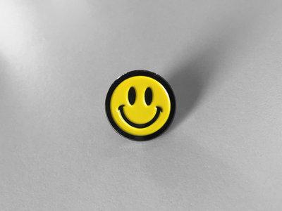 030303 Smiley Pin main photo