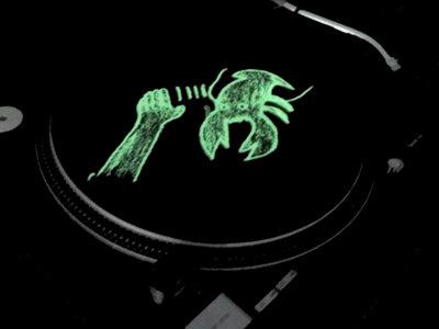 Lobster Theremin Glow In The Dark Slipmat (Black - Pair) main photo