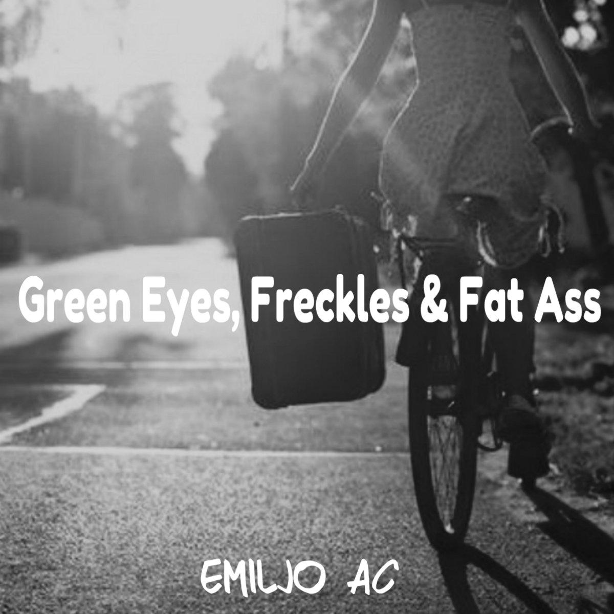 green eyes, freckles & fat ass   emiljoac