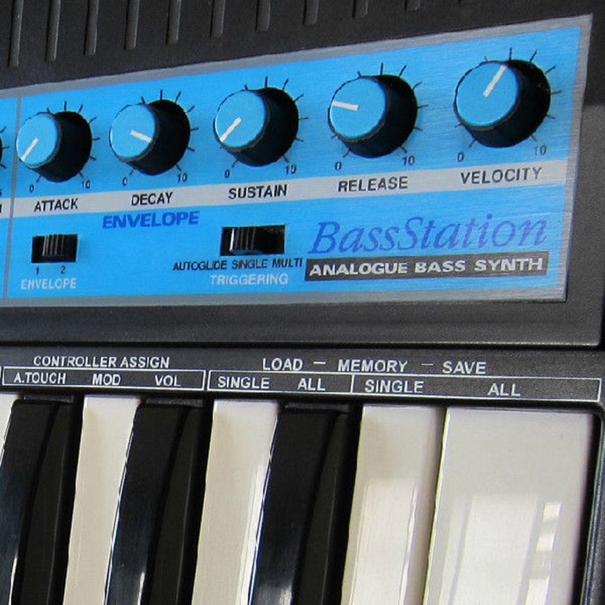 NOVATION BASS STATION | Vintage Synth Samples
