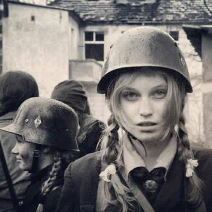 pretty-girls-nazi