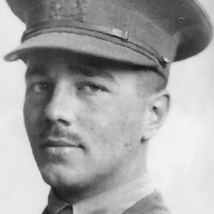 wilfred owens view on war The views of rupert brooke and wilfred owen on war essay - wilfred owen vs war wilfred owen he destroys the image of pride soldiers ' bent double, like old beggars under sacks,' this makes you picture strong, powerful soldiers bent over tired, and under these big rucksacks that weigh pounds.
