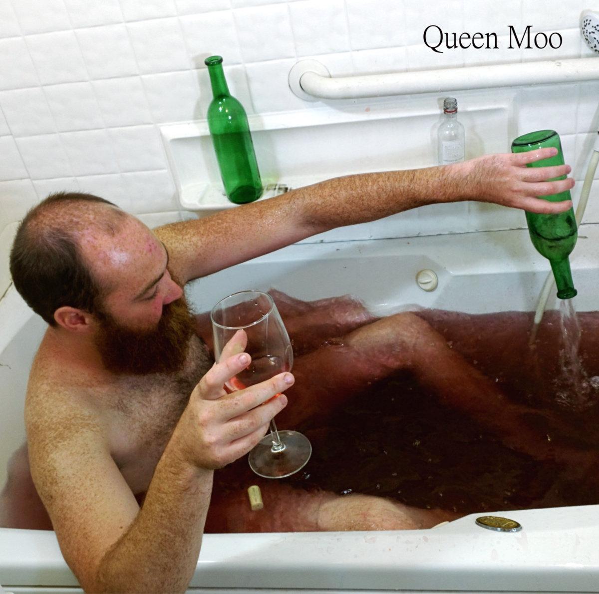 three humans queen moo