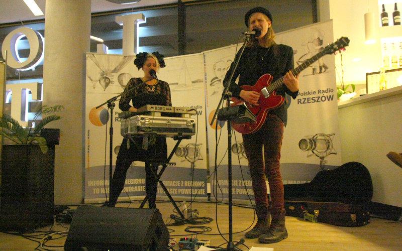 Neighbours live for Radio Rzeszów (free download) | VAR