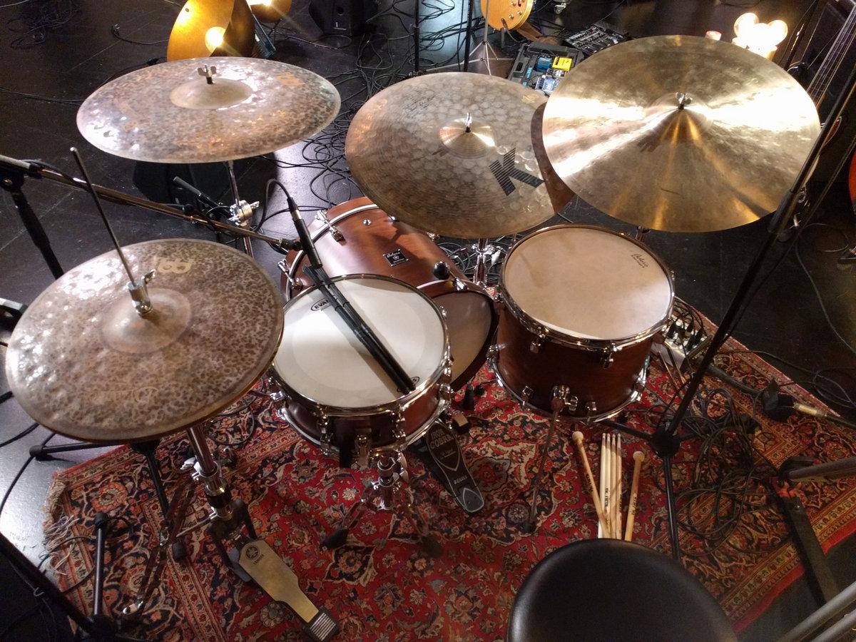 Flow (Drumless)   Electronic Jazz Drum Play Along